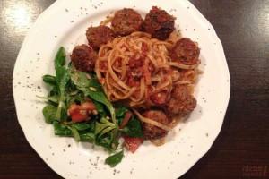 Spaghetti bolognese z pulpecikami