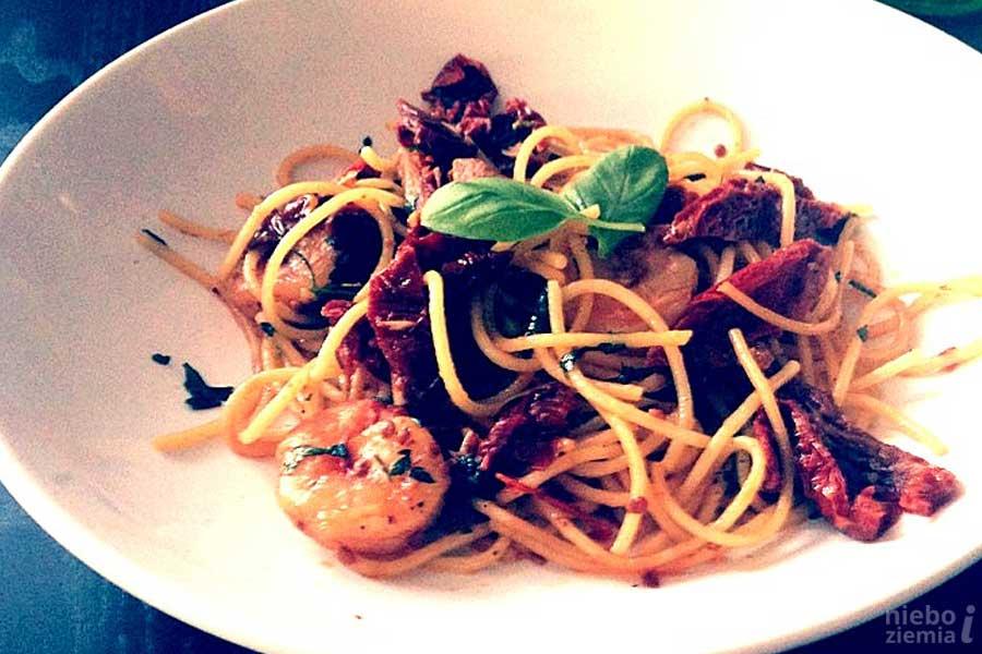 Spaghetti z krewetkami i suszonymi pomidorami